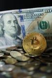 Pièce de monnaie d'or de Bitcoin Photographie stock