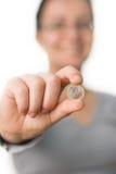 Pièce de monnaie de fixation de femme Image stock