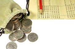 Pièce de monnaie de la Thaïlande dans le sac de tissu et le compte bancaire Image libre de droits