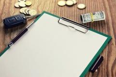 Pièce de monnaie de pas de porte et papier vide Image libre de droits