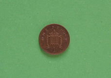 1 pièce de monnaie de penny, Royaume-Uni au-dessus de vert Image stock