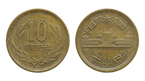 pièce de monnaie de 10 Yens japonais d'isolement sur le blanc Photographie stock libre de droits