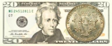 1 pièce de monnaie de dollar en argent des Etats-Unis billet de banque de 20 nous-dollars image libre de droits