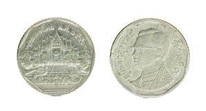 pièce de monnaie du baht 5 thaïlandais d'isolement sur le fond blanc - ensemble Photographie stock libre de droits