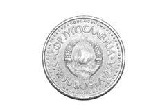 10 pièce de monnaie du dinar yougoslave 1987 d'isolement sur le blanc Image libre de droits