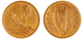 1 pièce de monnaie du penny 1968 d'isolement sur le fond blanc, Irlande Images libres de droits
