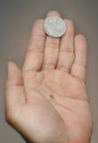 Pièce de monnaie et main Images libres de droits