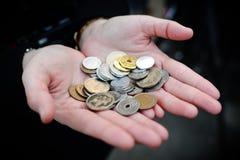 Pièce de monnaie japonaise à disposition (Yens) Photos libres de droits