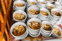 Pièce de monnaie pour le mérite dans les temples Image libre de droits