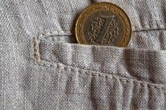 Pièce de monnaie turque avec une dénomination d'une Lire dans la poche de pantalon de toile usé Image libre de droits