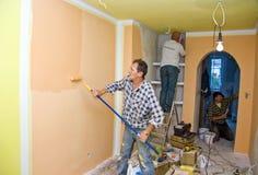 Pièce de peinture d'équipe de rénovation image stock