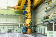 Pièce de réacteur alimentez la chargeuse, l'entretien du matériel et le remplacement des éléments combustibles de réacteur photographie stock