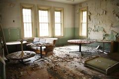 Pièce de récréation abandonnée. Photo stock