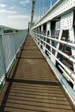Pièce de sentier piéton de la plate-forme du pont suspendu de Menai au-dessus du betwee Photos libres de droits