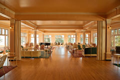 Pièce de Sun - hôtel de Yellowstone de lac - solarium Photos stock