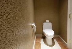 Pièce de toilette avec le téléphone Photo stock