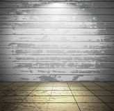 Pièce en bois blanche avec le plancher carrelé Photographie stock libre de droits