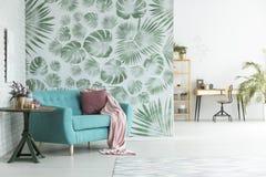 Pièce florale avec l'espace de travail Images stock