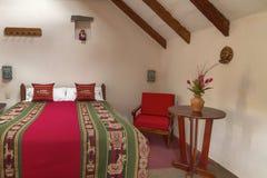 Pièce interier dans un hôtel traditionnel dans Chivay, Arequipa, Pérou Photographie stock libre de droits