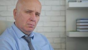 Pièce irritée et nerveuse de bureau de Looking Upset In d'homme d'affaires image libre de droits