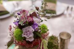 Pièce maîtresse florale rustique Photographie stock libre de droits