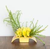 Pièce maîtresse jaune de composition florale Photo libre de droits