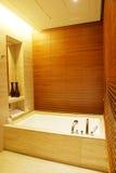 Pièce moderne de bain Images libres de droits