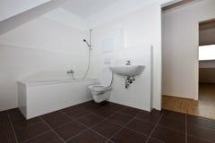 Pièce moderne de bain image stock