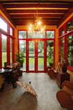 Pièce orientée asiatique avec une vue Photos stock