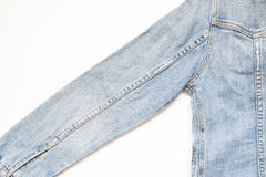 Pièce plate de configuration de veste de jeans sur le fond blanc photo stock