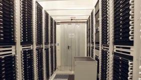 Pièce pour des serveurs au centre de traitement des données Technologies modernes photos stock