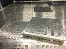 Pièce propre intérieure à l'usine, pièce vide, industrielle photo stock