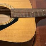 Pièce toujours de la vie de guitare photos stock