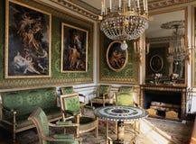 Pièce verte dans le palais de Versailles image stock