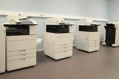 Pièce vide avec des machines de photocopieur images libres de droits