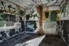 Pièce vide dans le fort abandonné Photos stock