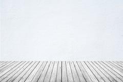 Pièce vide du plancher blanc de mur et en bois Image stock