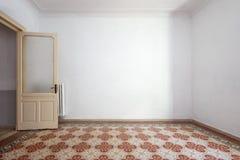 Pièce vide et blanche intérieure, plancher carrelé avec la décoration florale photo stock