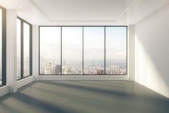 Pièce vide moderne avec des fenêtres dans la vue de plancher et de ville Images stock