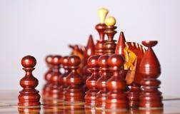 Pièces d'échecs à bord Photographie stock libre de droits