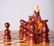 Pièces d'échecs à bord Image stock