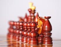Pièces d'échecs à bord Photos libres de droits