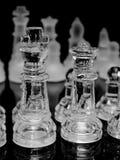 Pièces d'échecs en verre Photographie stock libre de droits