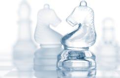 Pièces d'échecs en verre transparentes Images libres de droits