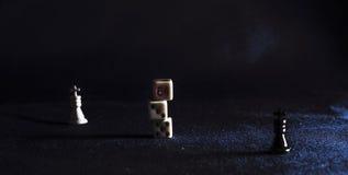 Pièces d'échecs sur le fond du tissu Photographie stock
