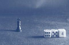 Pièces d'échecs sur le fond du tissu Images libres de droits