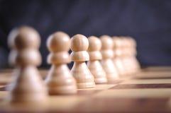Pièces d'échecs sur le panneau Photographie stock