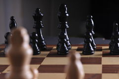Pièces d'échecs sur le panneau Photos libres de droits
