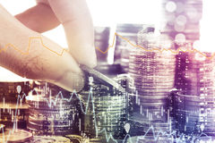 Pièces d'or argent et économie de graphique pour des finances d'investissement photographie stock