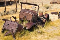 Pièces d'automobile de vintage en ville fantôme Photographie stock